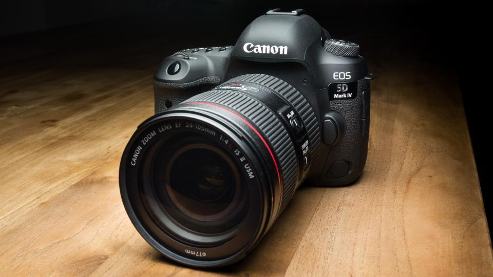 Камера Canon EOS 5D Mark IV DSLR с объективом 24-105 мм f / 4L II