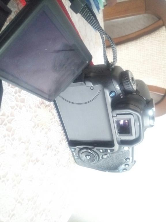 Зеркальный фотоаппарат Canon 60D