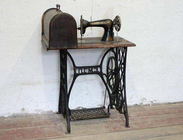 Продам старинную швейную машинку ПГМЗ, серийный номер Р5700382.