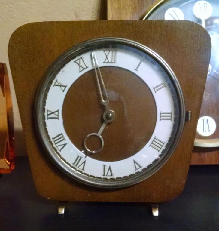 настольные часы Весна 1960 г.в в
