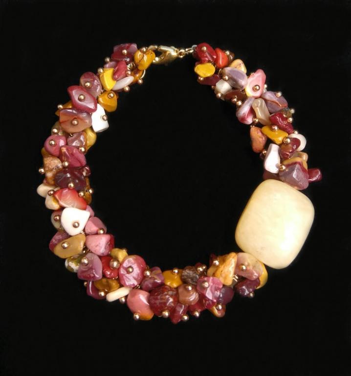 Яркий браслет  из натурального камня