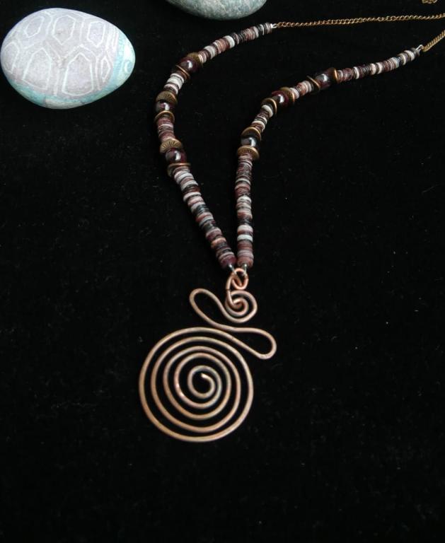 Стильное ожерелье из натурального камня