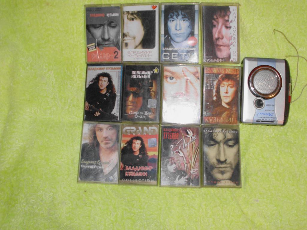 коллекция аудиокассет+аудиоплеер