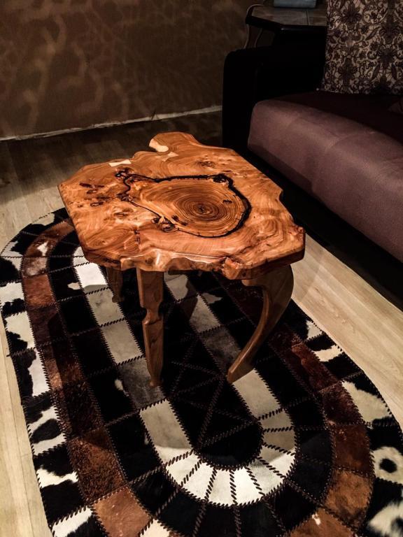 Кофейный столик из карагача/ореха