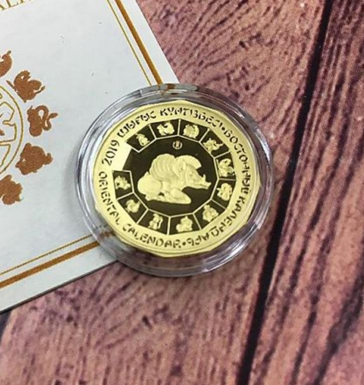 Золотая монета год Кабана