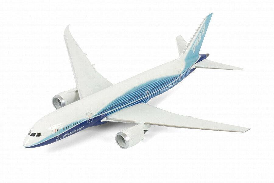 Сборная модель пассажирского авиалайнера Боинг 787-8 Дримлайнер. Zvezda 7008