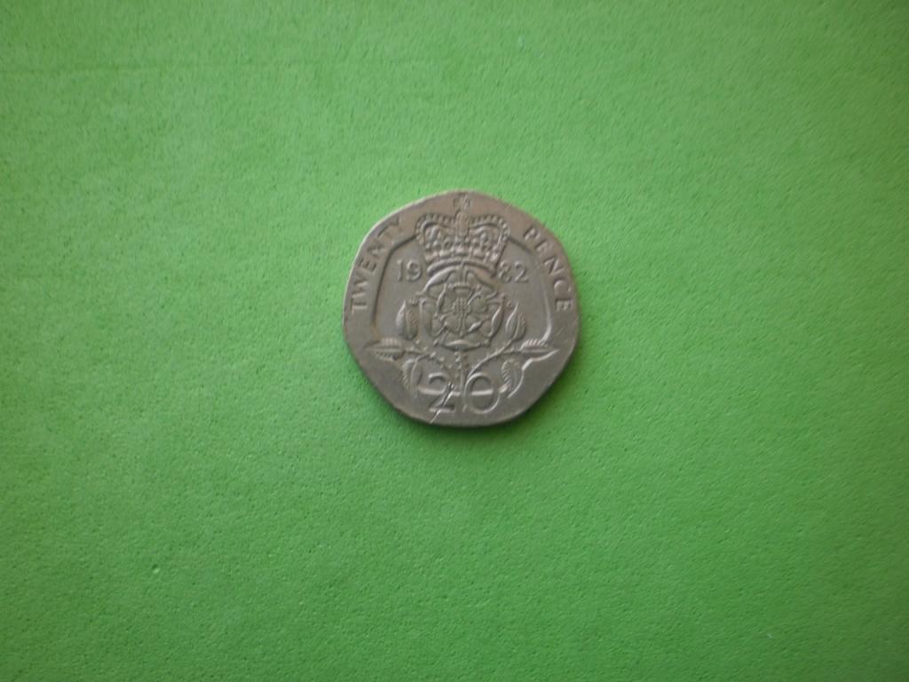 Великобритания, 20 пенсов 1982г. (2)
