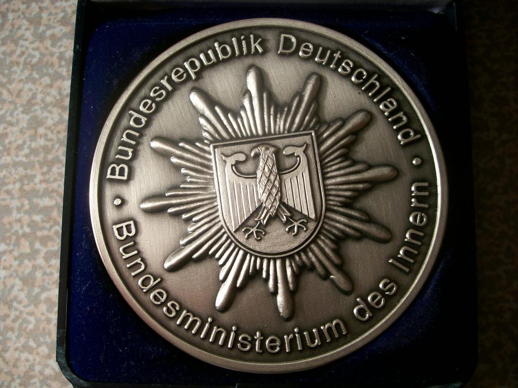 Медалька плакетка мвд ФРГ