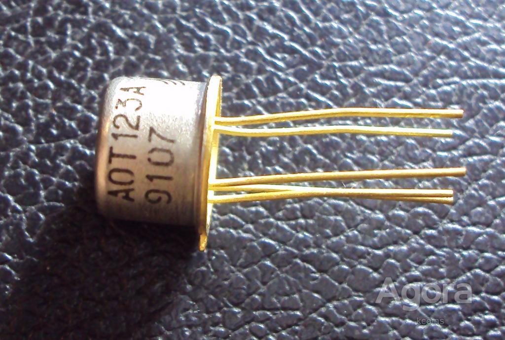 Транзисторная оптопара АОТ123А.
