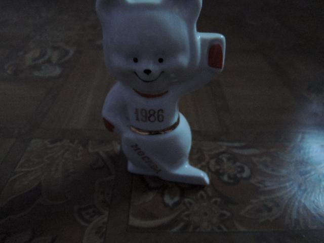 фарфоровая статутка-мишка-хоккеист