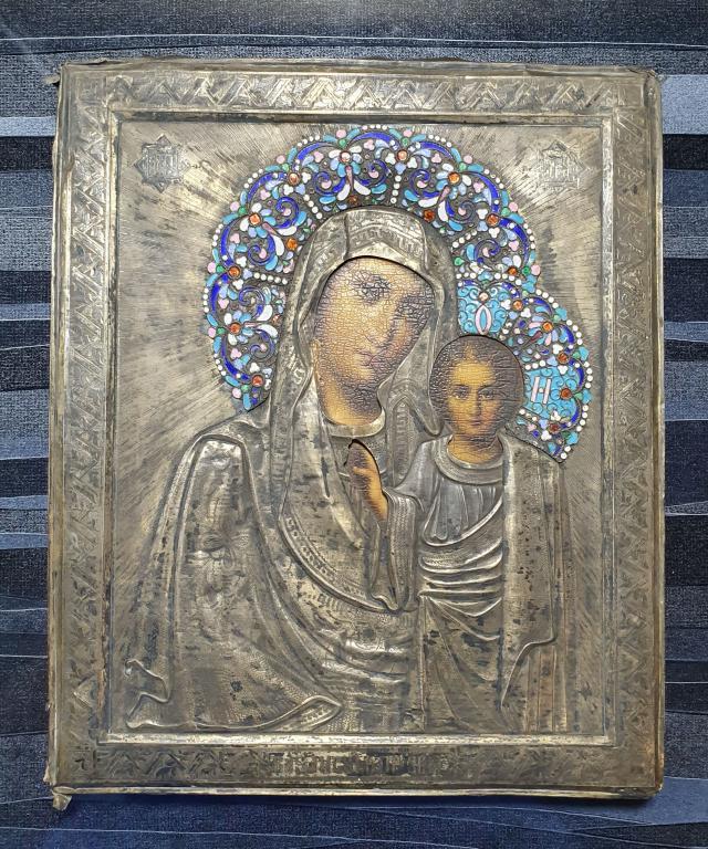 Икона Казанская БМ Оклад серебро 84, венцы эмалевые