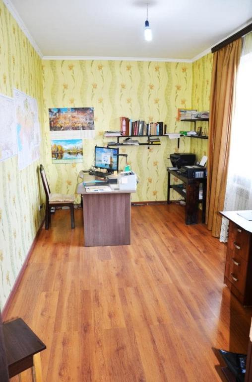 Индивидуальный жилой дом на земельном участке 6 соток.