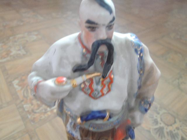 фарфоровая статуэтка-козак. тарас бульба
