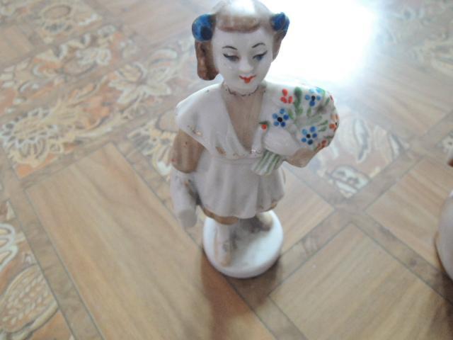 фарфоровая статуэтка-школьница
