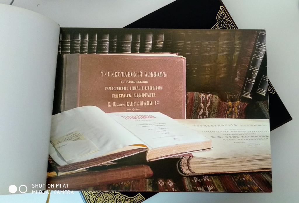 Историческая ценность. Книга-репринт. Кожа. Эксклюзив. Продам уникальную книгу.