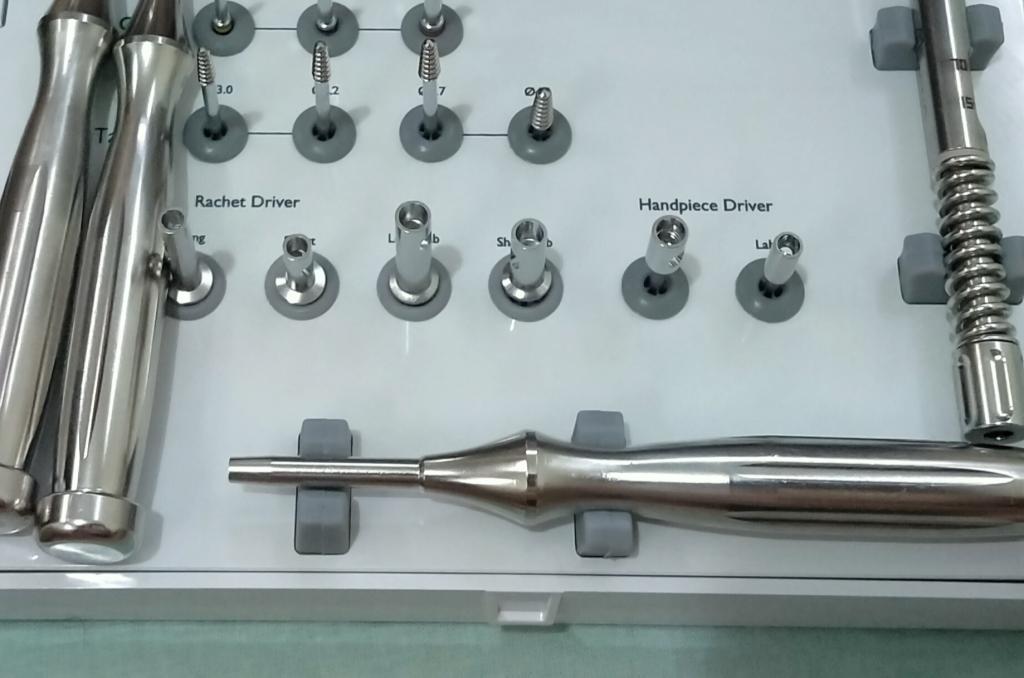 Хирургический набор для имплантации базальных имплантов