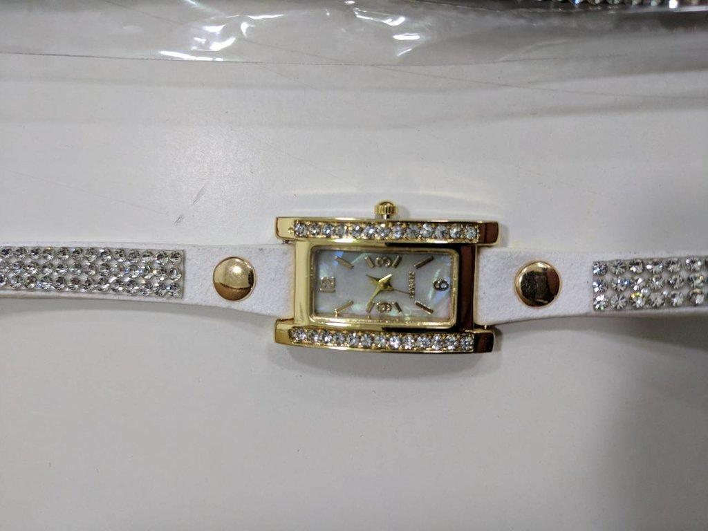 Женские наручные часы с камушками Geneva кварцевые часы-браслет