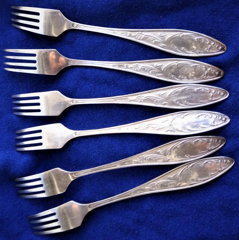 Набор из шести серебряных десертных вилок